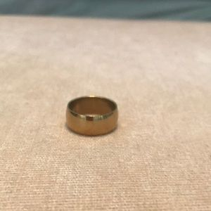 Jewelry - Gold band ring